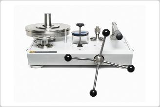 P3100 系列油介质活塞式压力计